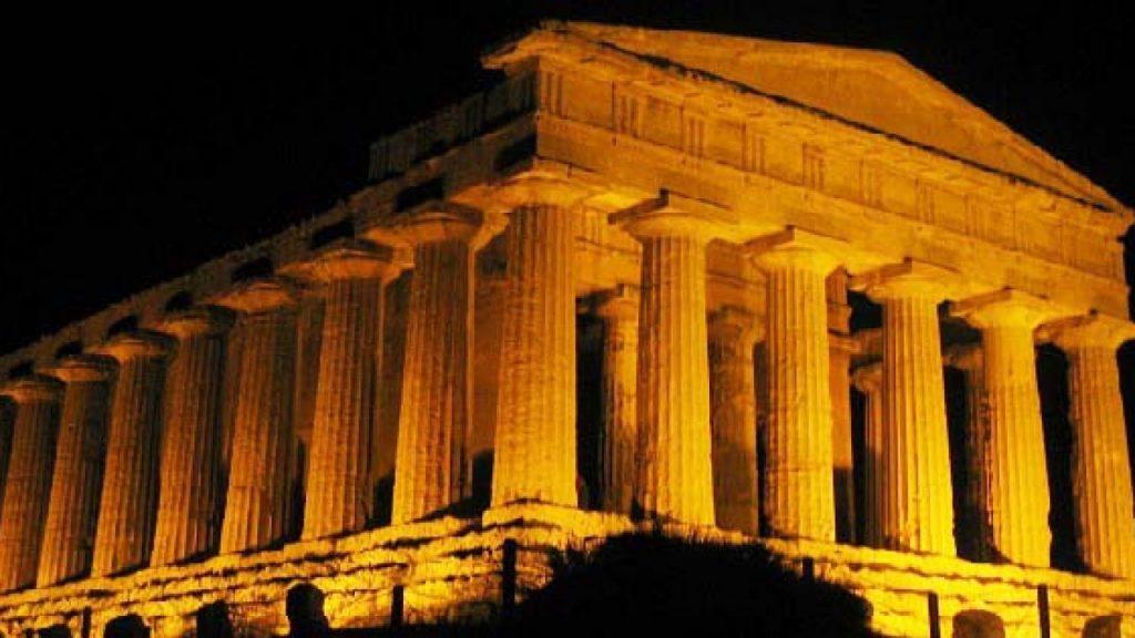 Questa immagine ha l'attributo alt vuoto; il nome del file è tempio-di-segesta-notturno-1024x576.jpg
